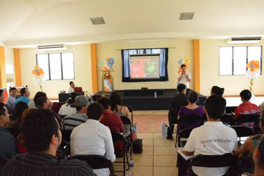 Universidad andr s bello de chalatenango reconoce for Diseno grafico universidades