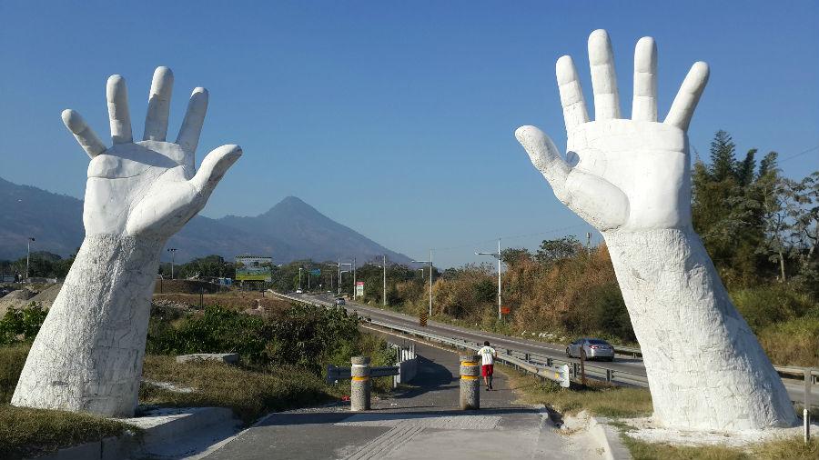 ¿Sabes cuál es el significado de este singular monumento? elsalvador.com