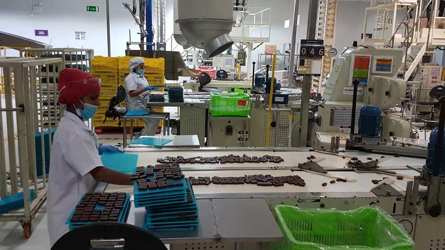 F brica de dulces y chocolates gallito vuelve a ser de for Fabrica de placares en montevideo
