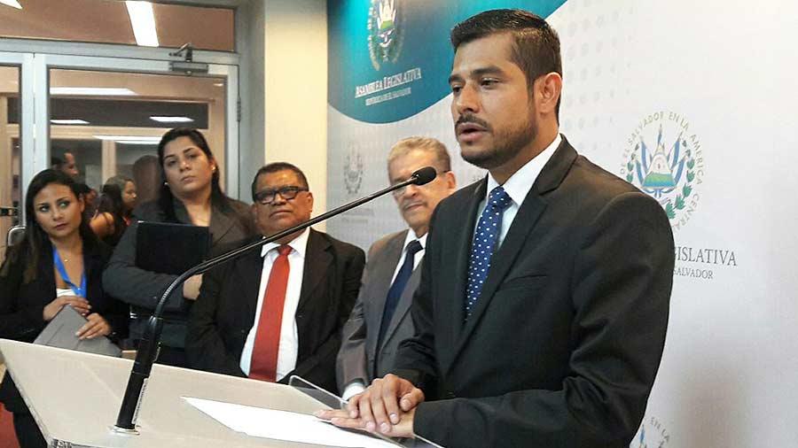 Quién es Nelson Fuentes, el nuevo ministro de Hacienda?   elsalvador.com