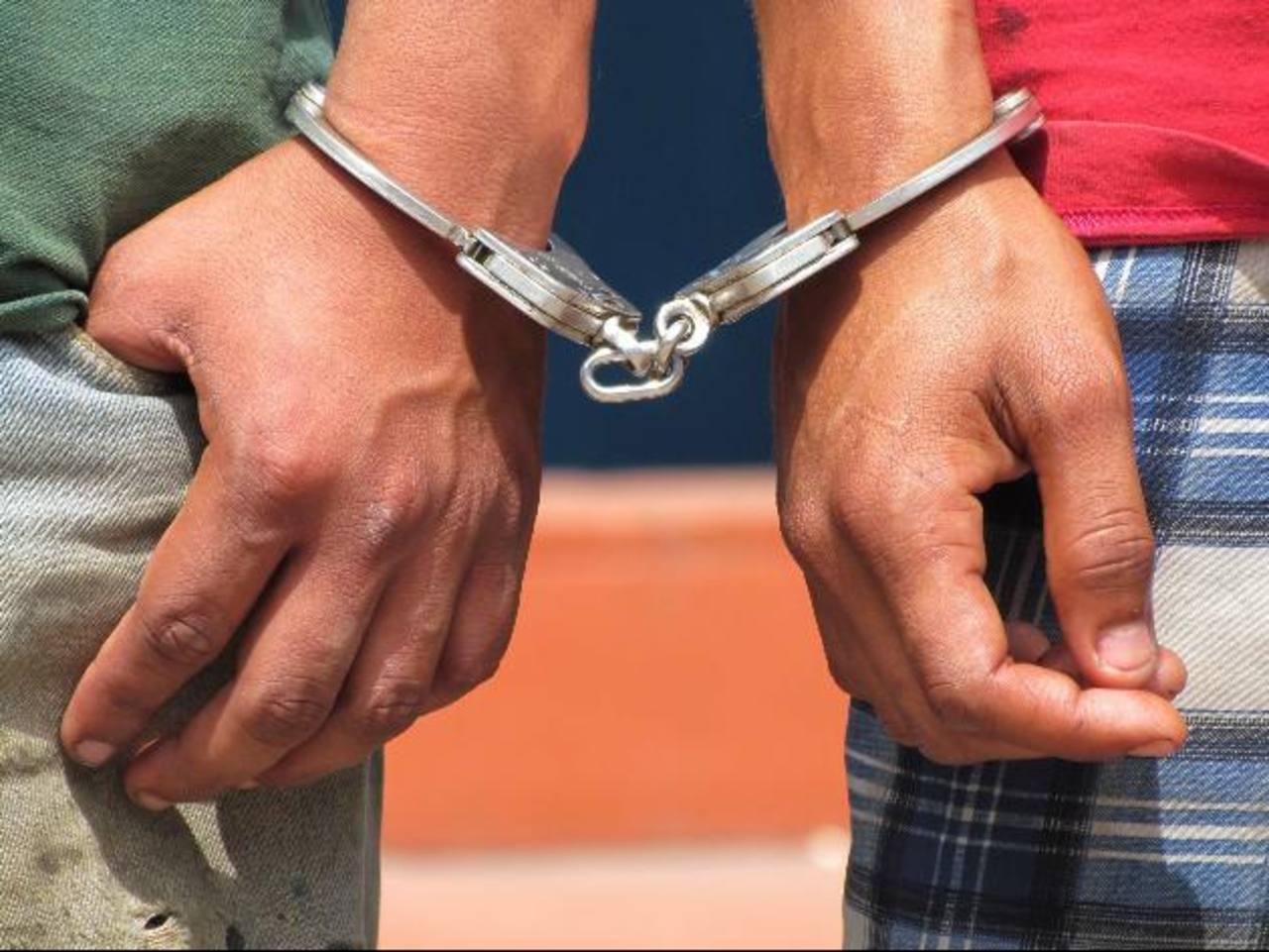 Los supuestos hampones que fueron detenidos fueron llevados a bartolinas policiales. Foto EDH / Archivo
