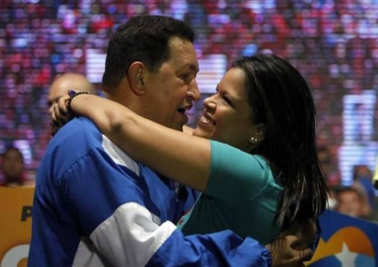 Hugo Chávez junto con su hija Rosa Virginia. FOTO EDH
