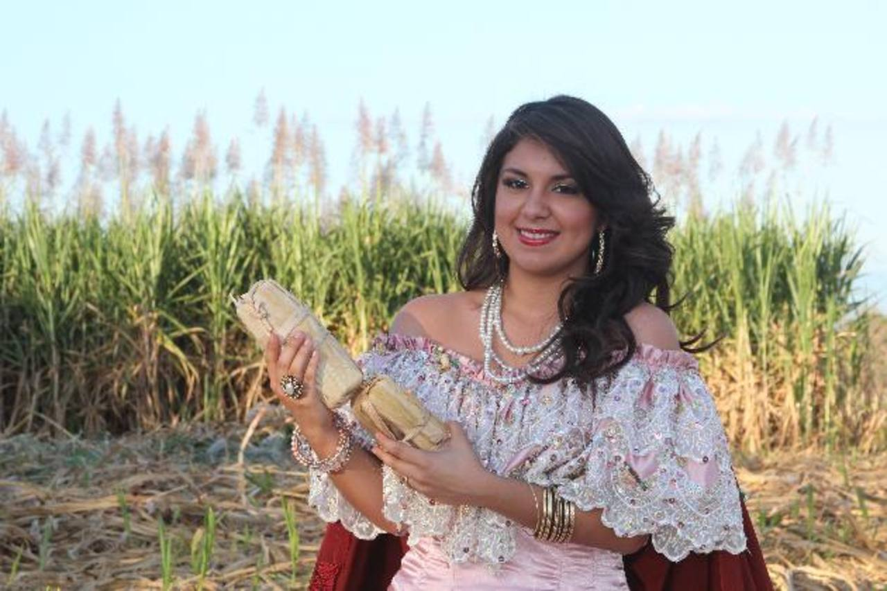 Josselin Guadalupe Martínez Serrano es la nueva Reina de la Caña de Azúcar 2013-2014. Las festividades son en honor a San Sebastián y a la Inmaculada Concepción. foto edh/ Cortesía