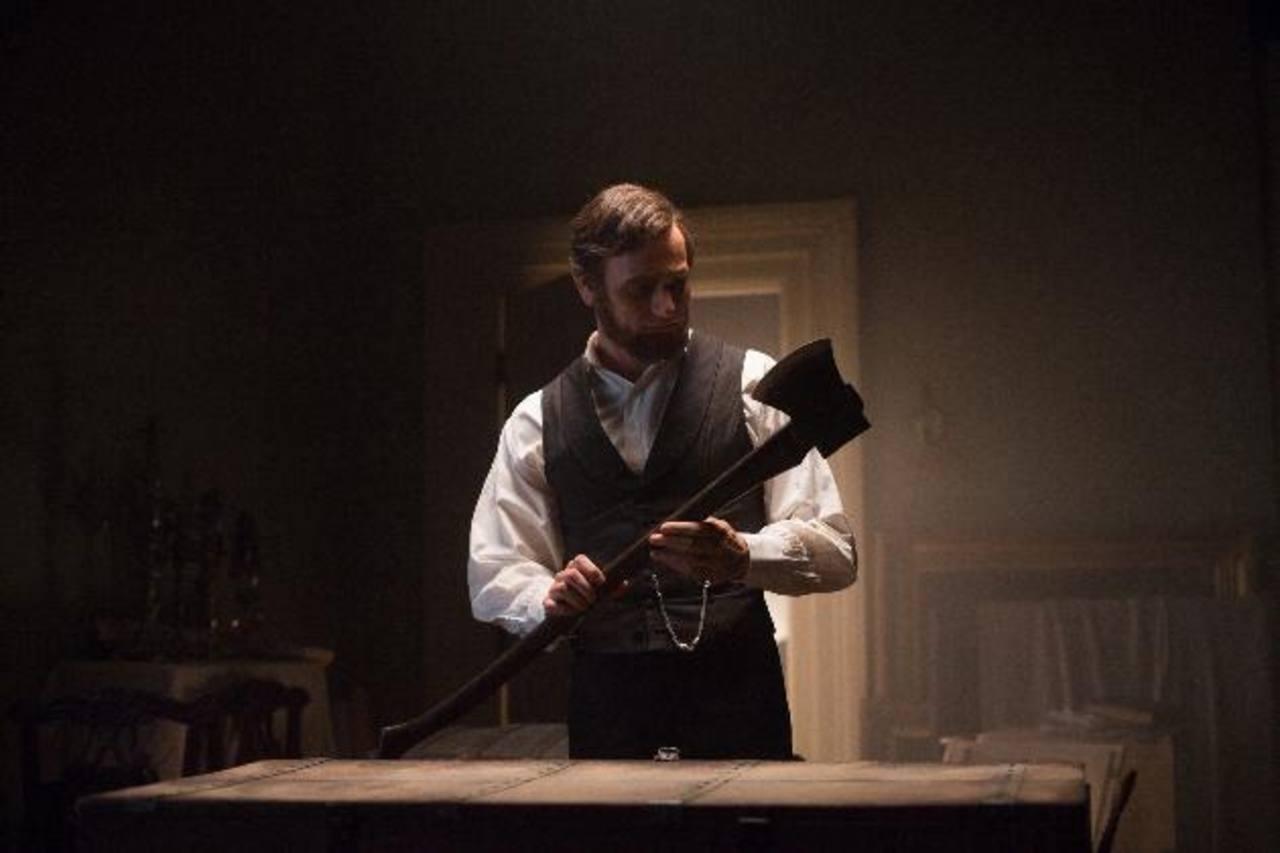 El actor Benjamin Walker, en el papel de Abraham Lincoln, durante una escena de la película. Foto/ Archivo
