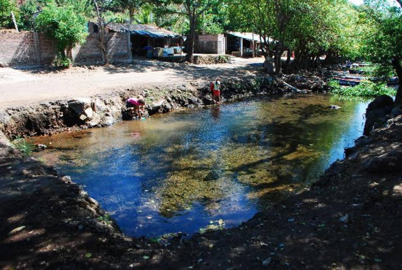 """Este boquete lo abrió la comuna para construir piscinas en el sitio donde """"nace"""" el agua. No descartan sanciones por esta acción. foto edh / francisco torres"""