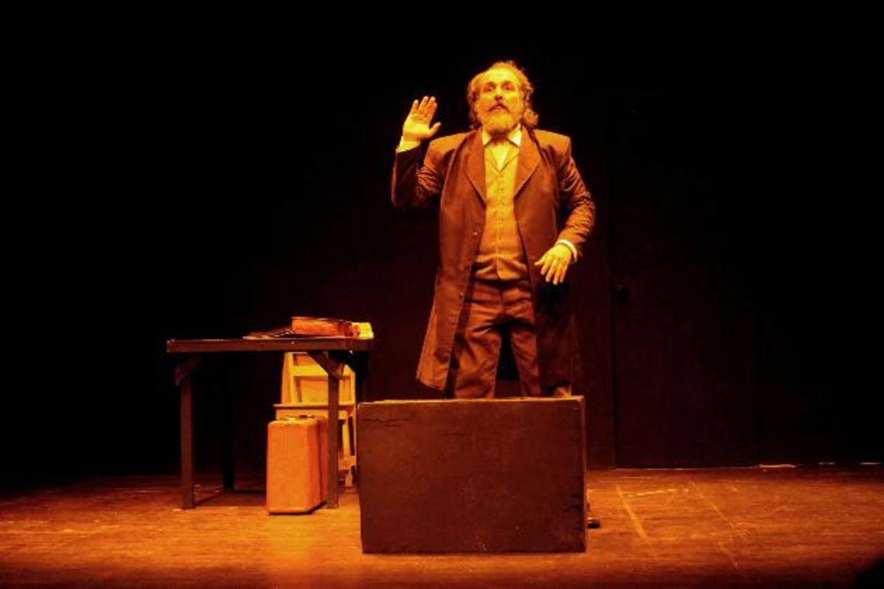 """Gracias a Proyecto Lagartija obras como """"Marx ha vuelto"""" fue vista en Costa Rica en la muestra de Teatro Centroamericano."""