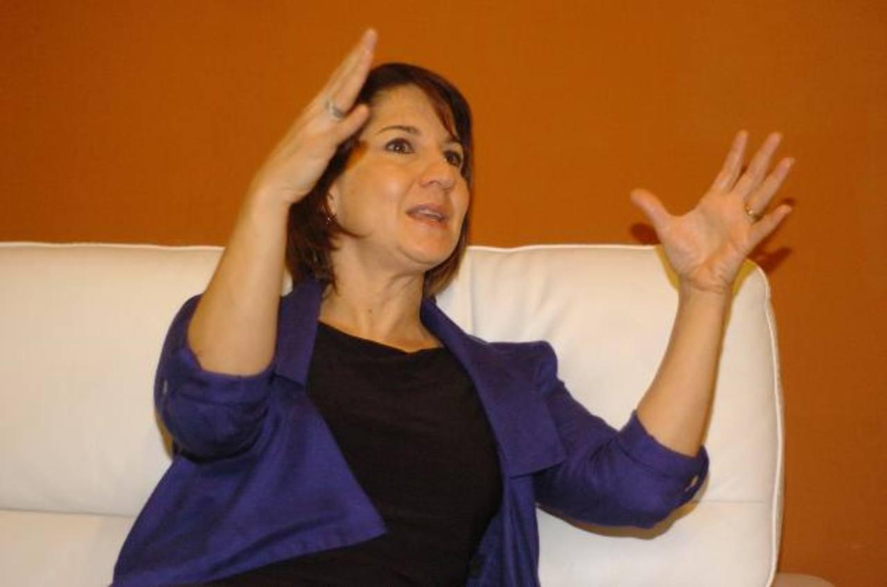 Irene Rodríguez durante la entrevista. Visitó el país para ofrecer una conferencia sobre la terapia.