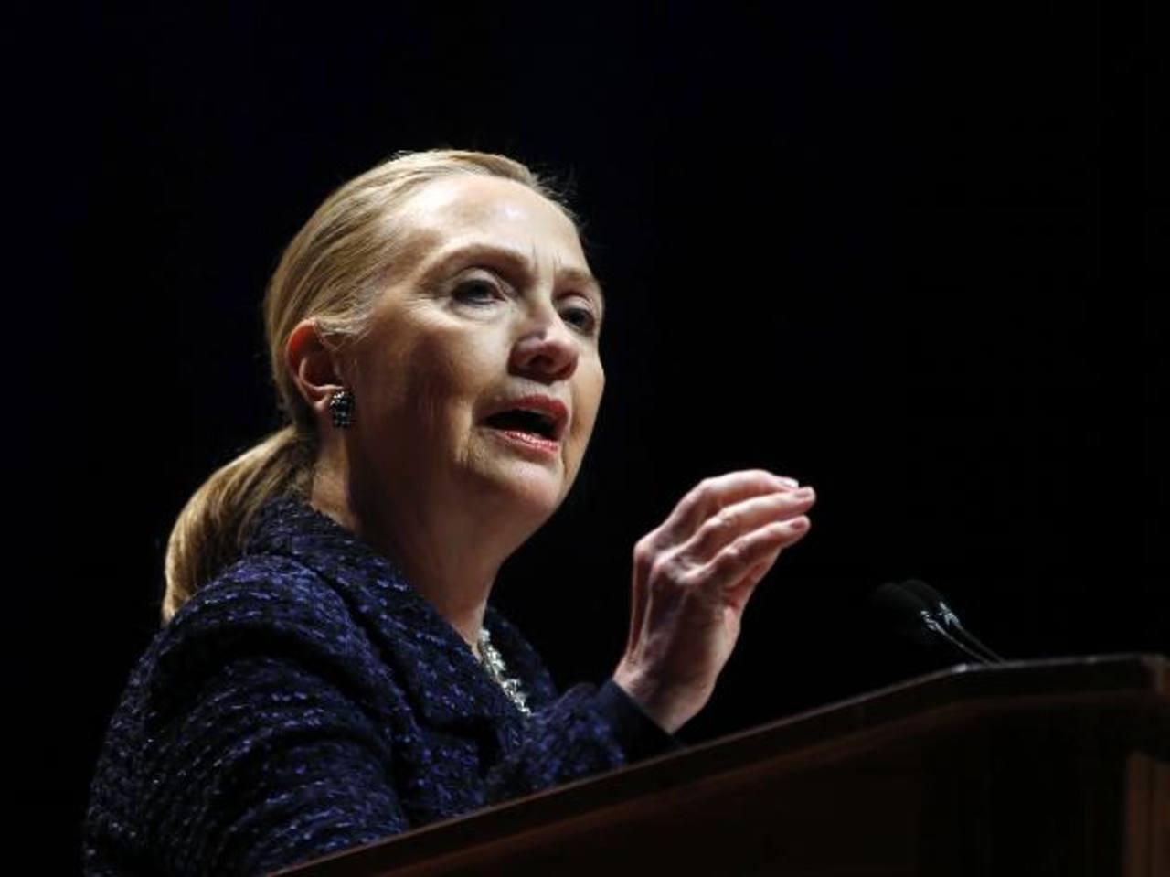 La secretaria de Estado, Hillary Clinton, de 65 años, efectúa progresos excelentes y está de buen ánimo, indicaron los médicos.