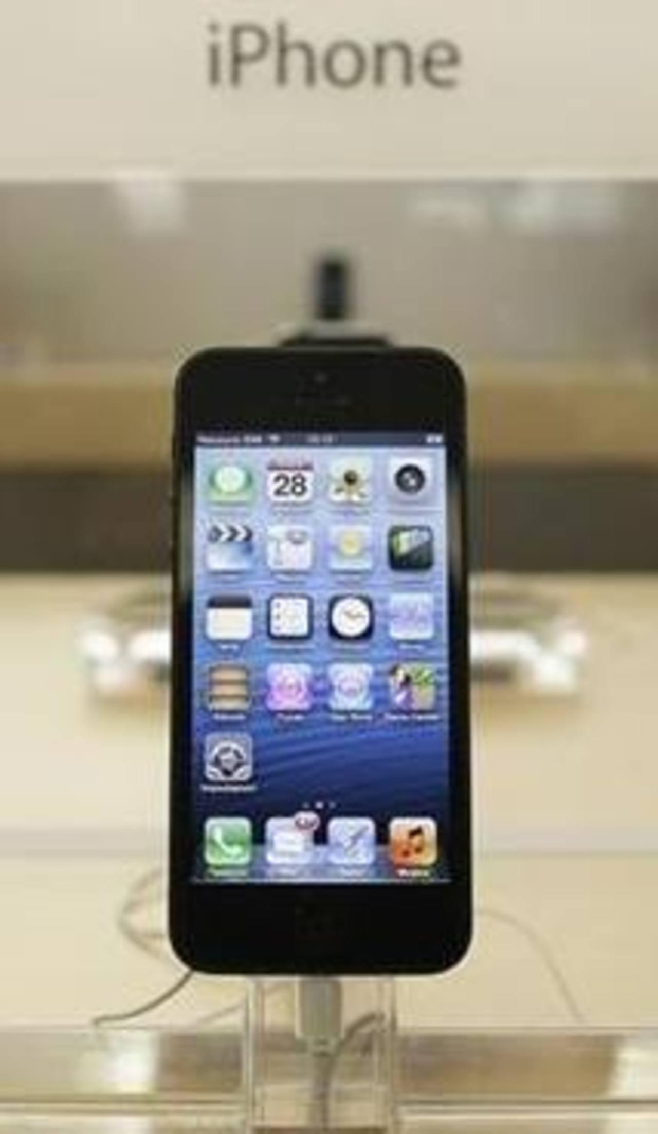 Imagen de archivo de un teléfono iPhone 5 de Apple en una tienda de Roma, sep 28 2012