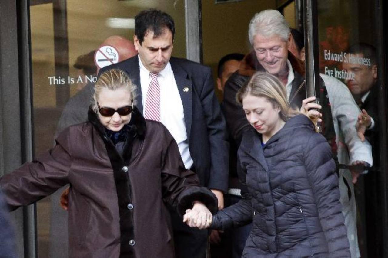 La Secretaria de Estado de los Estados Unidos, Hillary Clinton, es tratada por una trombosis cerebral, pero ha seguido de cerca sus compromisos vía telefónica. Foto edh / reuters