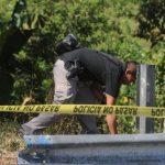 Escena del homicidio de Edwin Navas, de 23 años, en Santa Cruz Michapa, en el departamento de Cuscatlán. La víctima se dedicaba a vender sorbetes. Foto EDH / Claudia Castillo