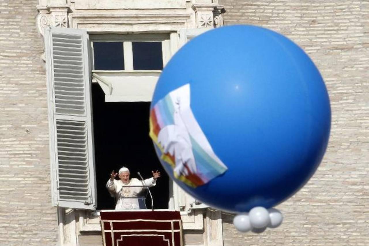 El Santo Padre Benedicto XVI, durante el Ángelus, recitado desde la ventana de su estudio en el Palacio Apostólico. Foto EDH /reuters