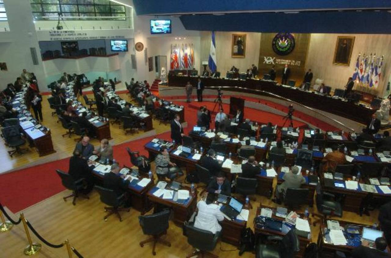 Los legisladores dejaron tareas pendientes del año pasado que se proponen retomar en 2013. Foto EDH / archivo