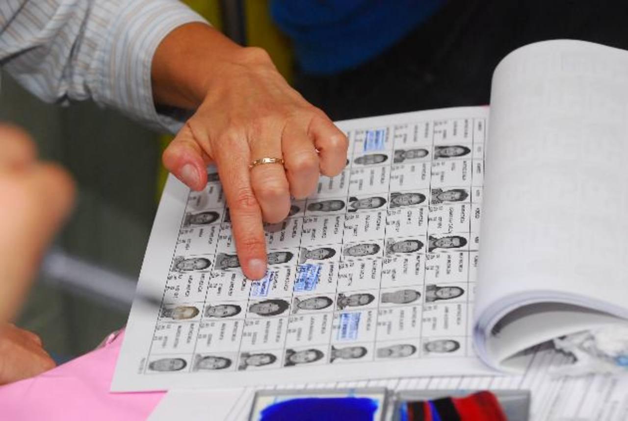 Aliados por la Democracia exigieron a los diputados que aprueben la reforma de voto por rostro. foto edh / ARCHIVO