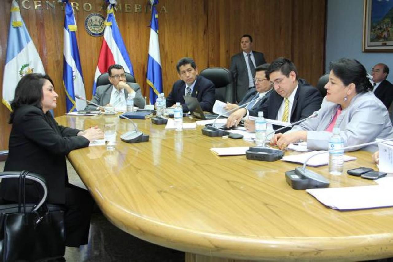 La subcomisión para estudiar propuestas de candidatos al cargo de Procurador General entrevistó a 35 aspirantes en diciembre.