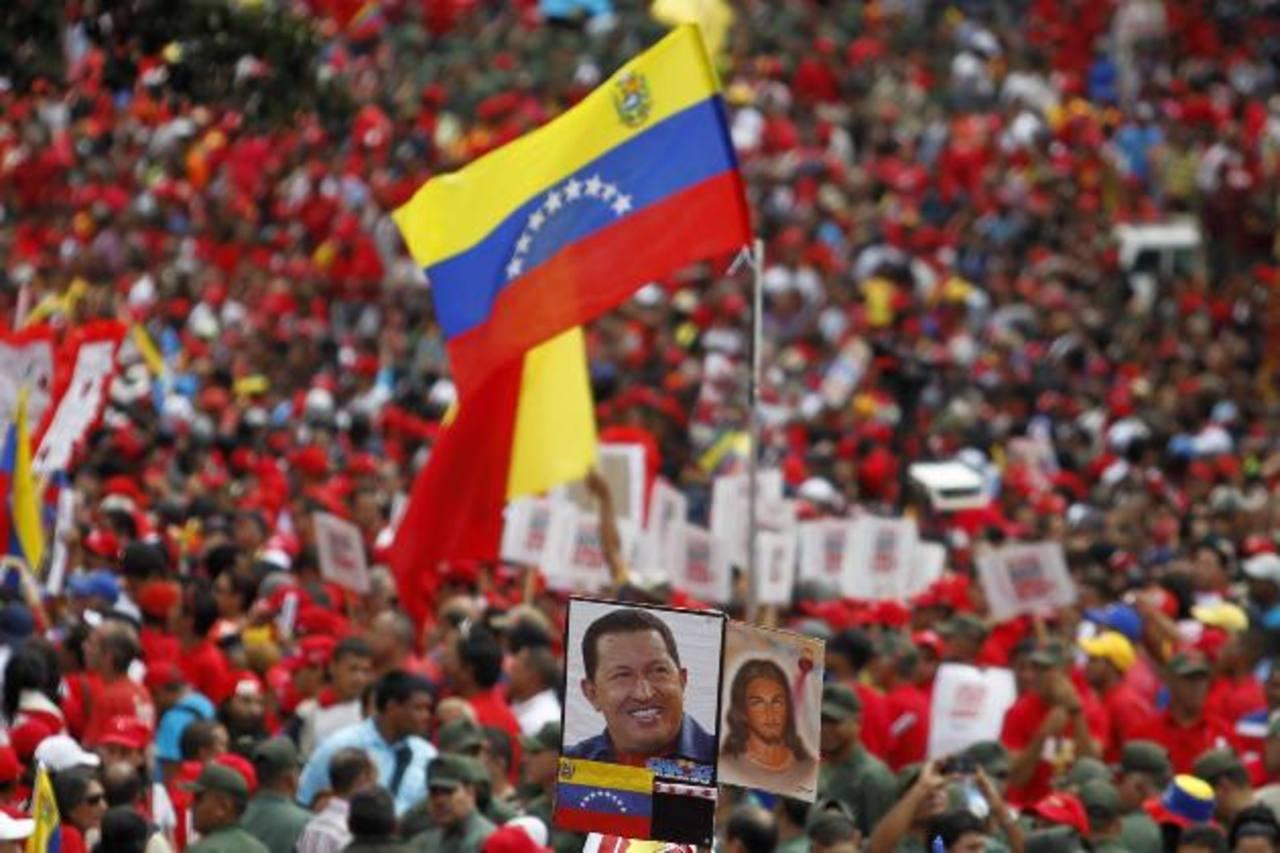 Chavistas se reunieron para dar apoyo al presidente Hugo Chávez en su cuarto mandato, que inicia hoy. FOTO TOMADA AVN