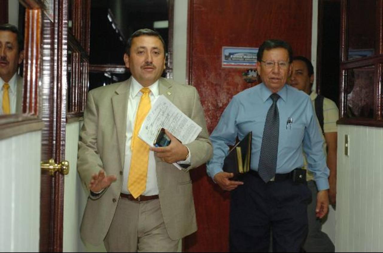 Carlos Reyes, ARENA (izquierda), y Rodrigo Contreras. Foto EDH / Jorge reyes