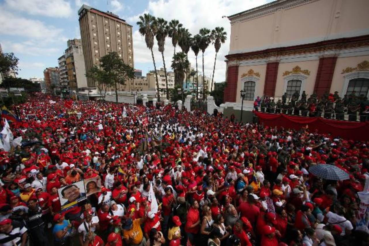 Chavistas en la concentración convocada por el Partido Socialista Unido de Venezuela (PSUV), en los alrededores del Palacio de Miraflores. Foto EDH / ap