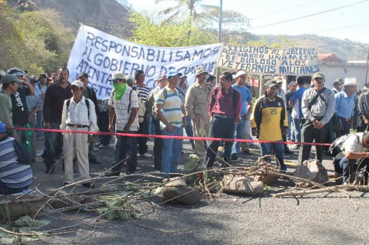 Principal actividad de las protestas fue el cierre de calles y carreteras en todo el país; no hubo quema de llantas. Foto EDH/Roberto Z.