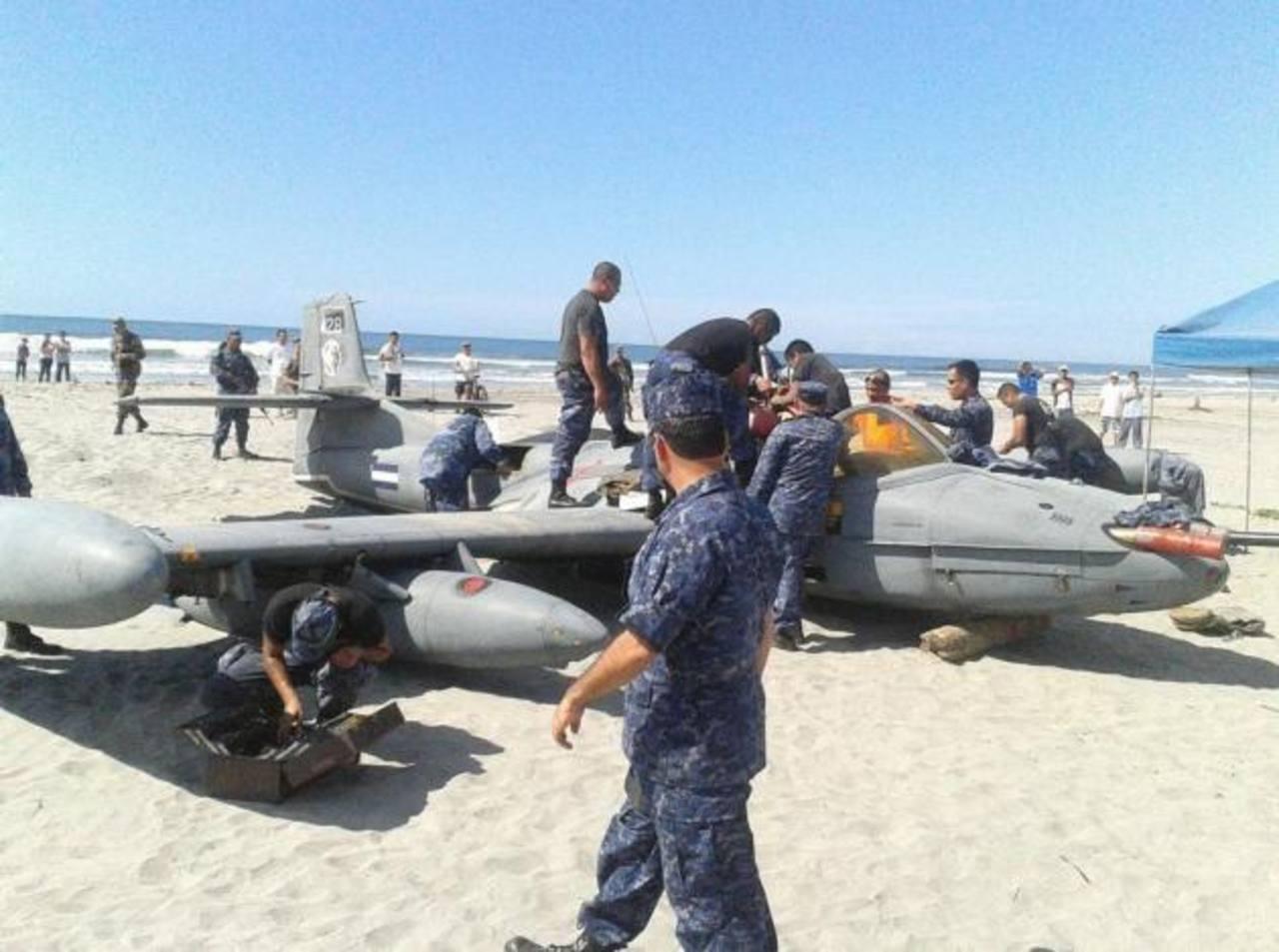 La aeronave avión tipo A-37 No. 428 es propiedad de la fuerza Armada. FOTO EDH Salomón Vásquez