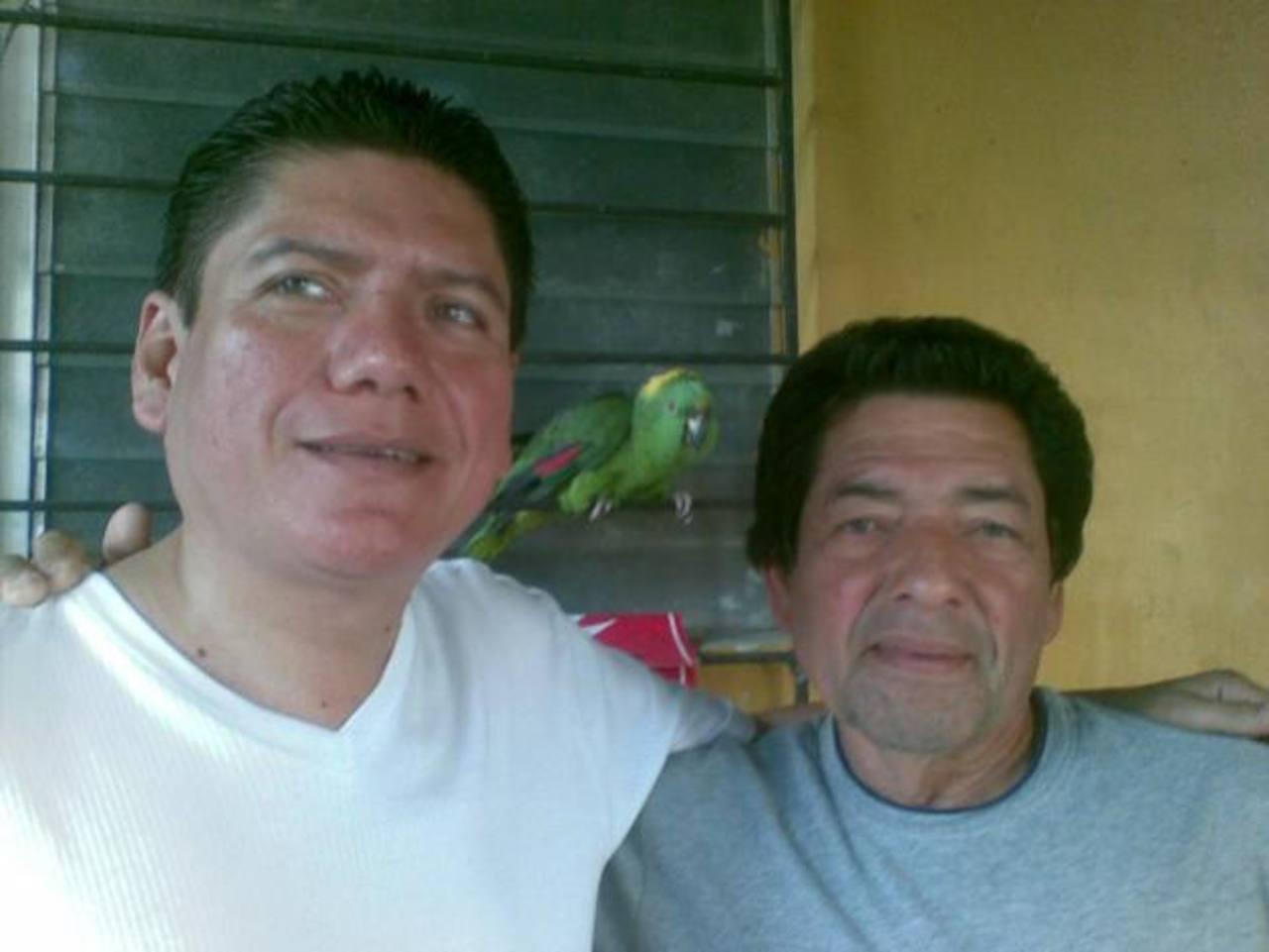 Mauricio Vásquez (izquierda) junto a su padre. FOTO EDH Jaime García