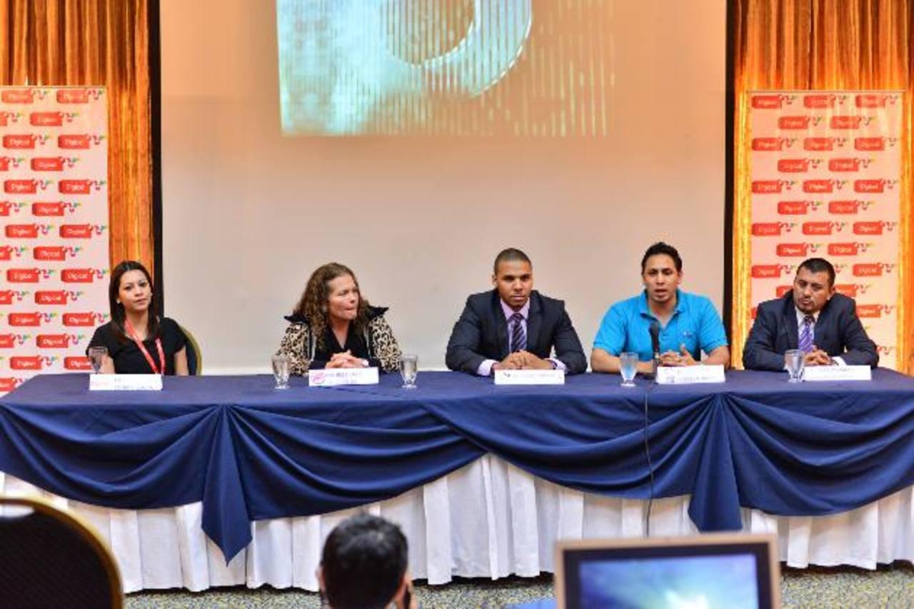 Representantes de las empresas colaboradoras durante la conferencia de prensa.
