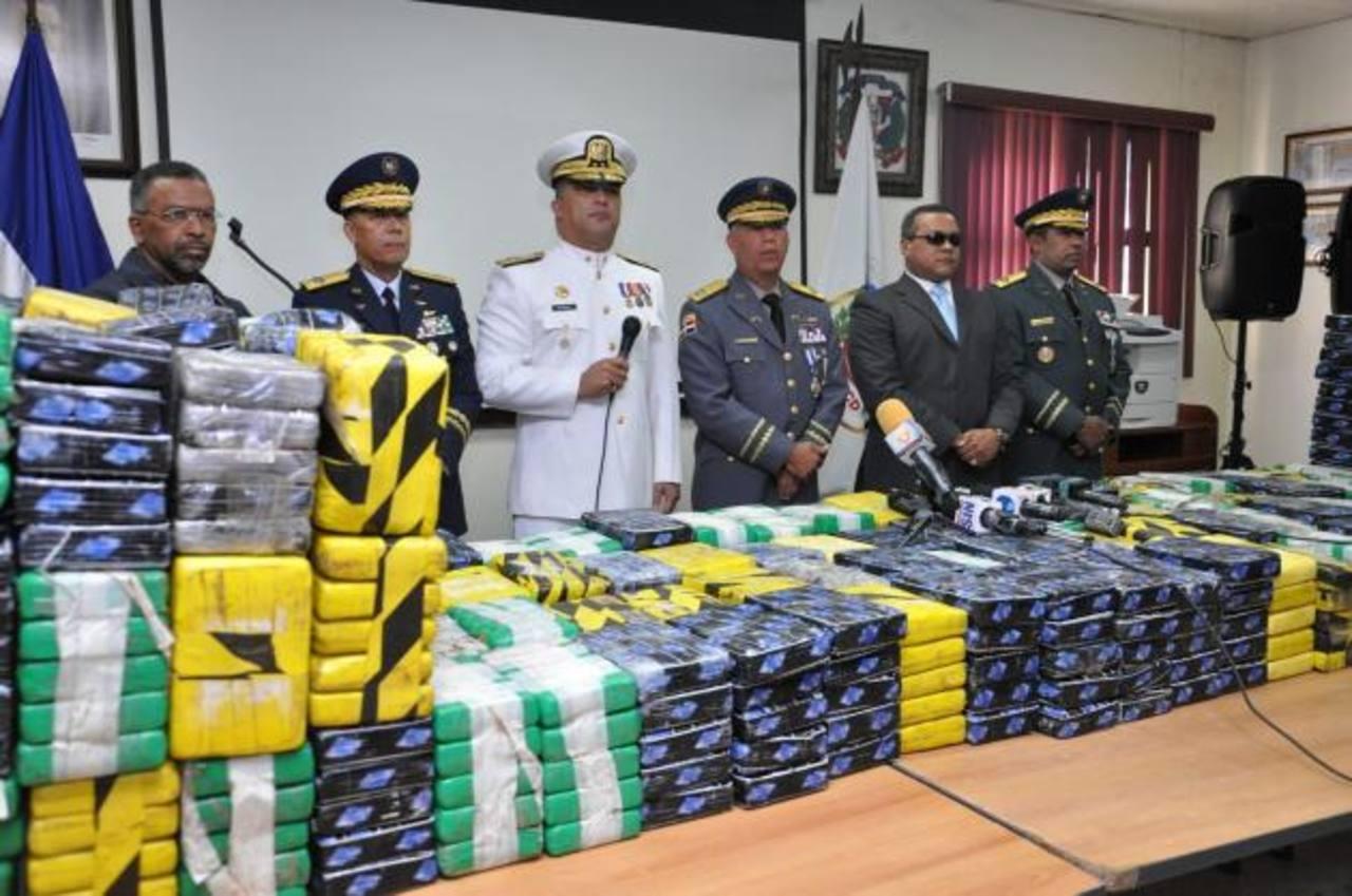 Autoridades presentan el millonario alijo de droga en Santo Domingo. foto edh / efe