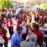 Medardo González (al centro) encabezó el acto de respaldo al presidente venezolano, Hugo Chávez que el partido realizó ayer en la plaza Simón Bolívar. Foto EDH / omar carbonero