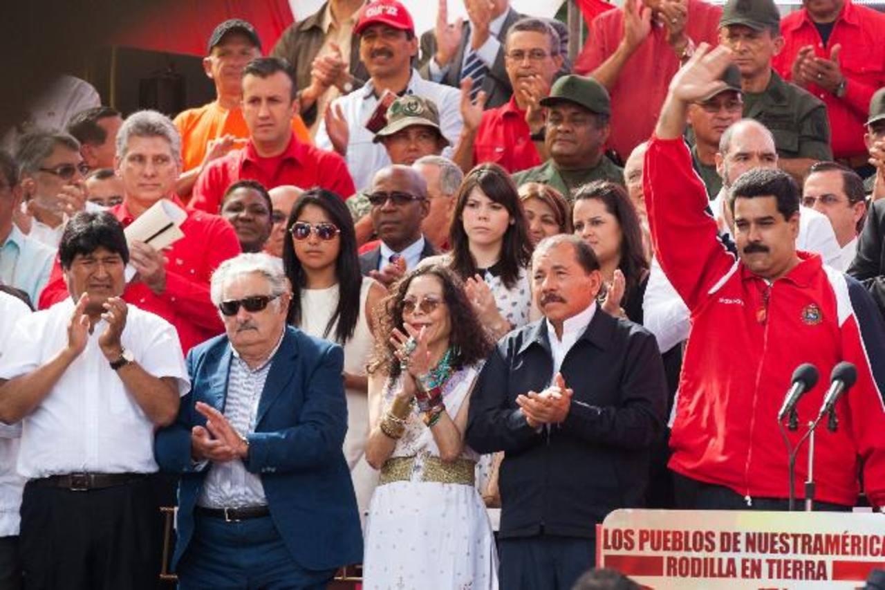 Evo Morales, de Bolivia; José Mujica, Uruguay, y Daniel Ortega, de Nicaragua, acudieron al acto en Venezuela. Foto EDH / efe