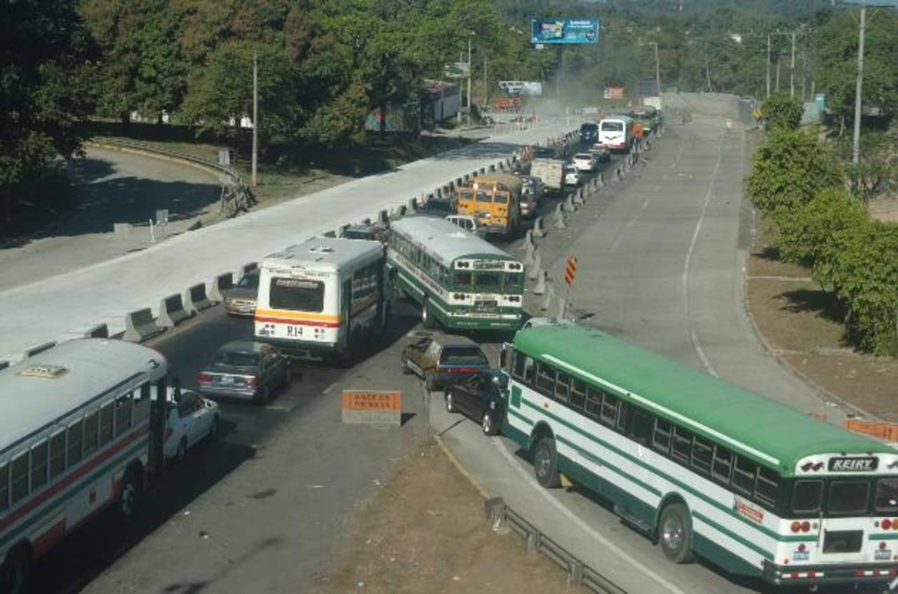 El VMT espera reducir los inconvenientes a los automovilistas el domingo. Foto EDH / archivo