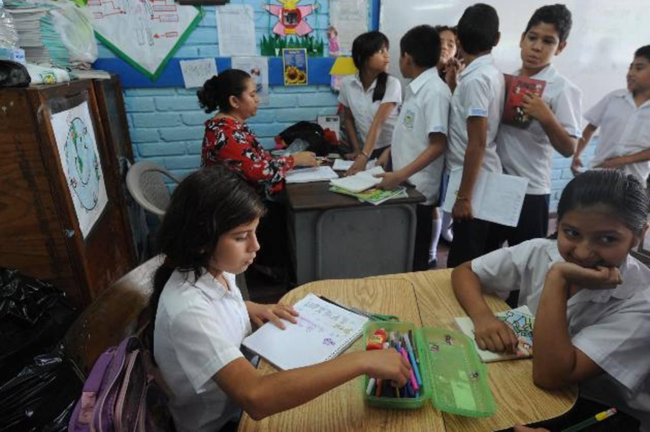 Los profesores esperan que la Asamblea Legislativa apruebe el decreto de retiro digno. Foto edh / archivo