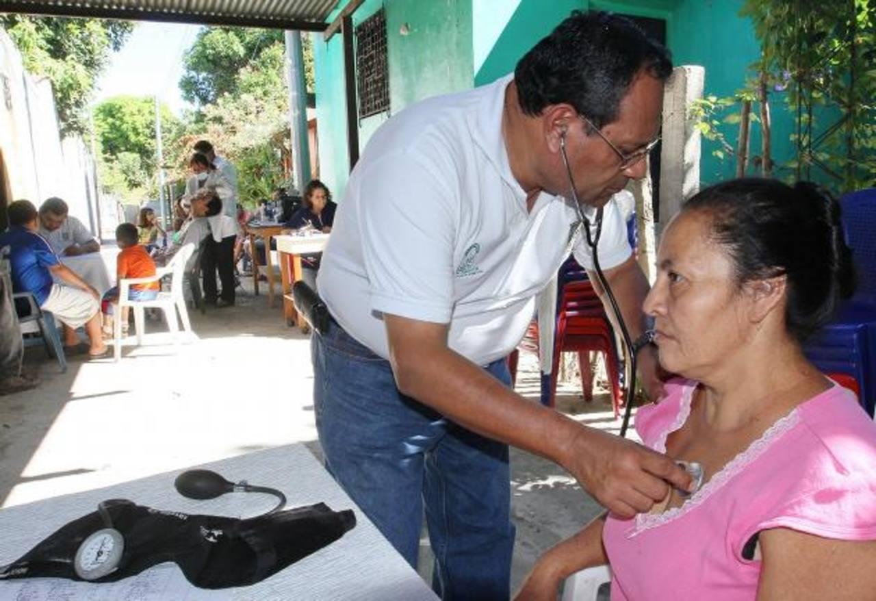 En la comunidad se dio un centenar de consultas por enfermedades respiratorias, toma de glucosa, etc. foto / cortesía