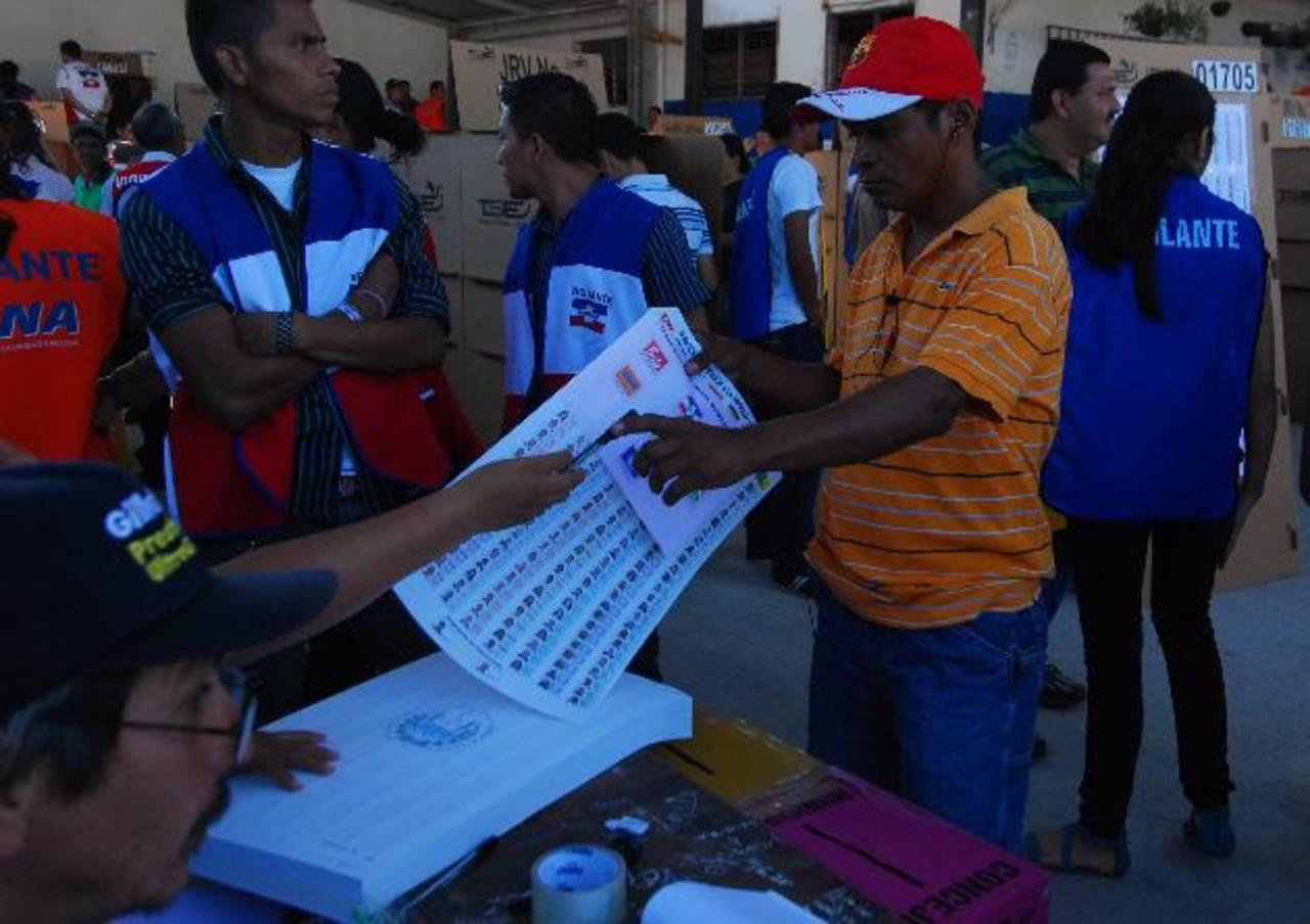 El TSE todavía tiene cuentas pendientes por pagar de las elecciones del 11 de marzo de 2012. Foto EDH / archivo