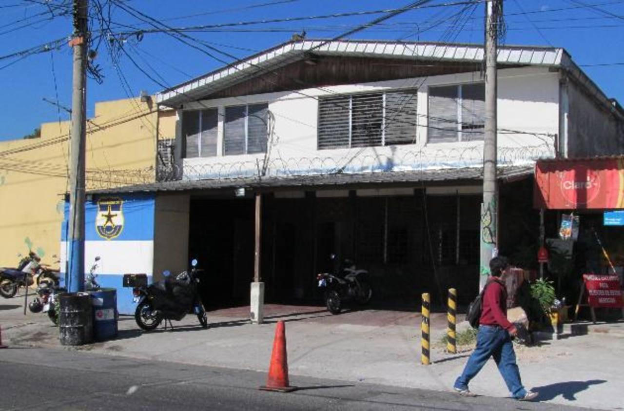Fachada subdelegación de Policía en la colonia Miramonte en San Salvador. Foto EDH / Archivo