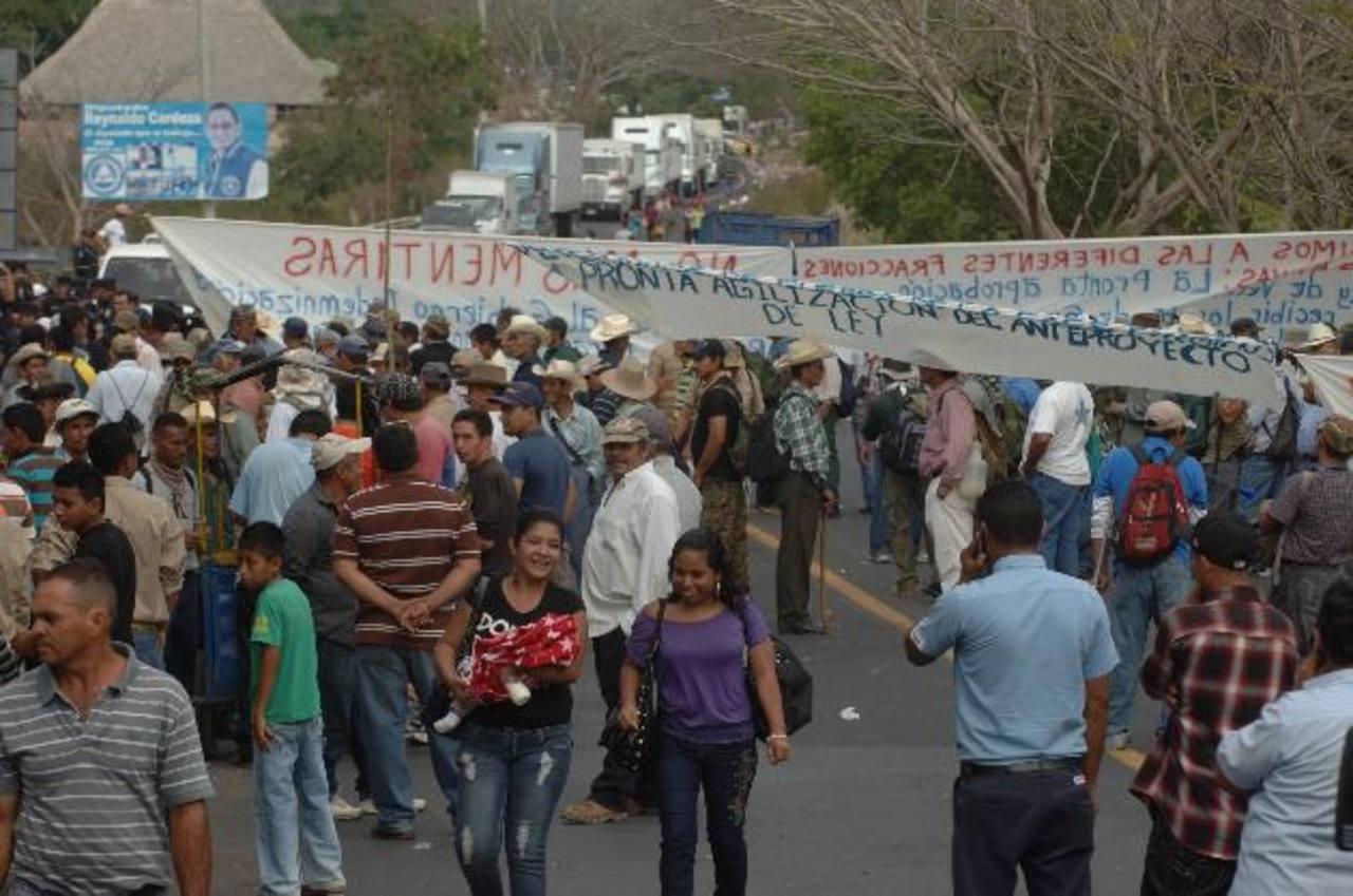 Cientos de exmilitares realizaron protestas el pasado martes. Exigen ser incluidos en beneficios foto edh / archivo