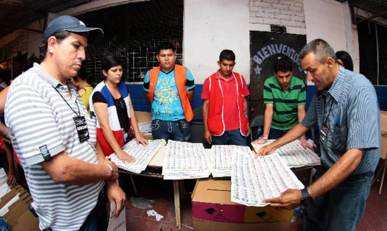 El voto por la foto del candidato se implementó de forma temporal en las elecciones de diputados en marzo de 2012. foto edh / archivo