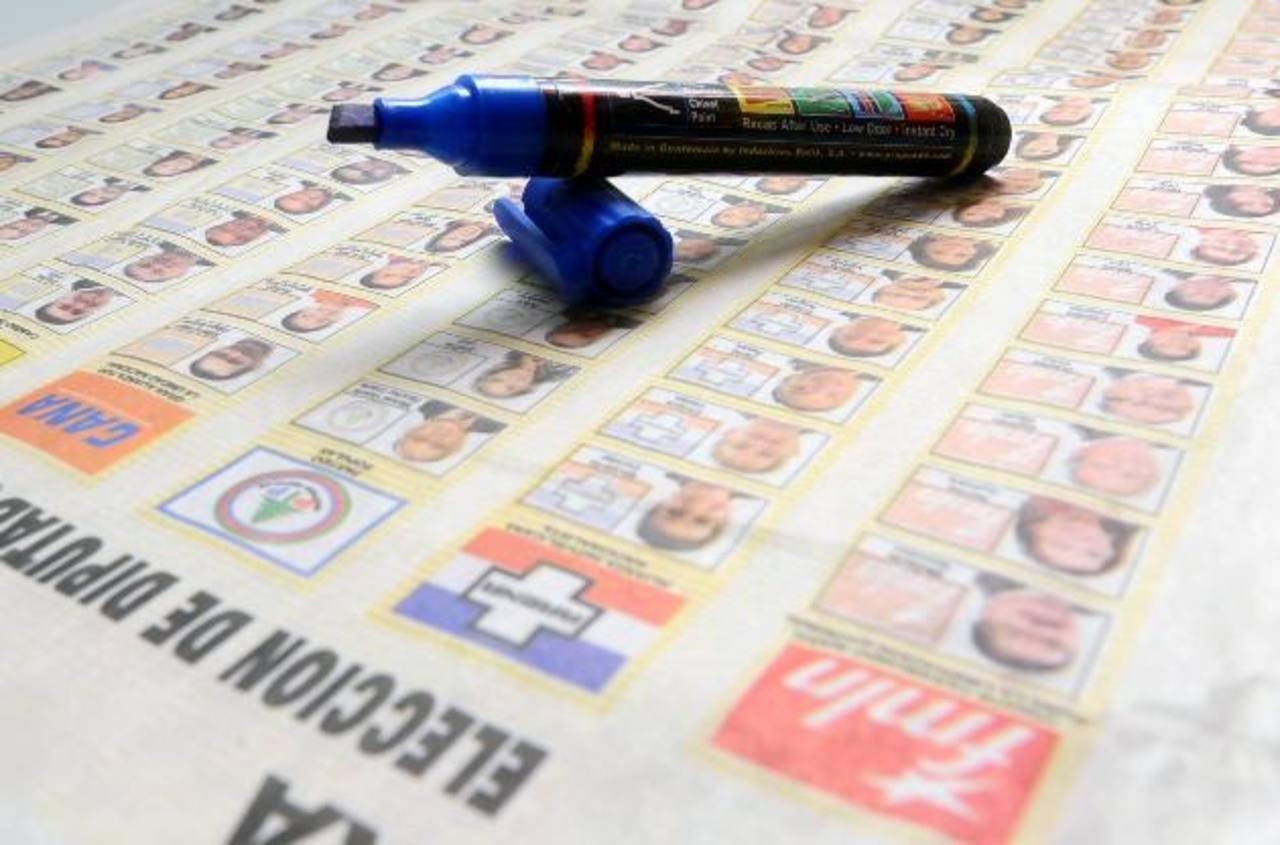 El primer ejercicio de voto por rostro se hizo en las elecciones de marzo de 2011. FOTO EDH /ARCHIVO
