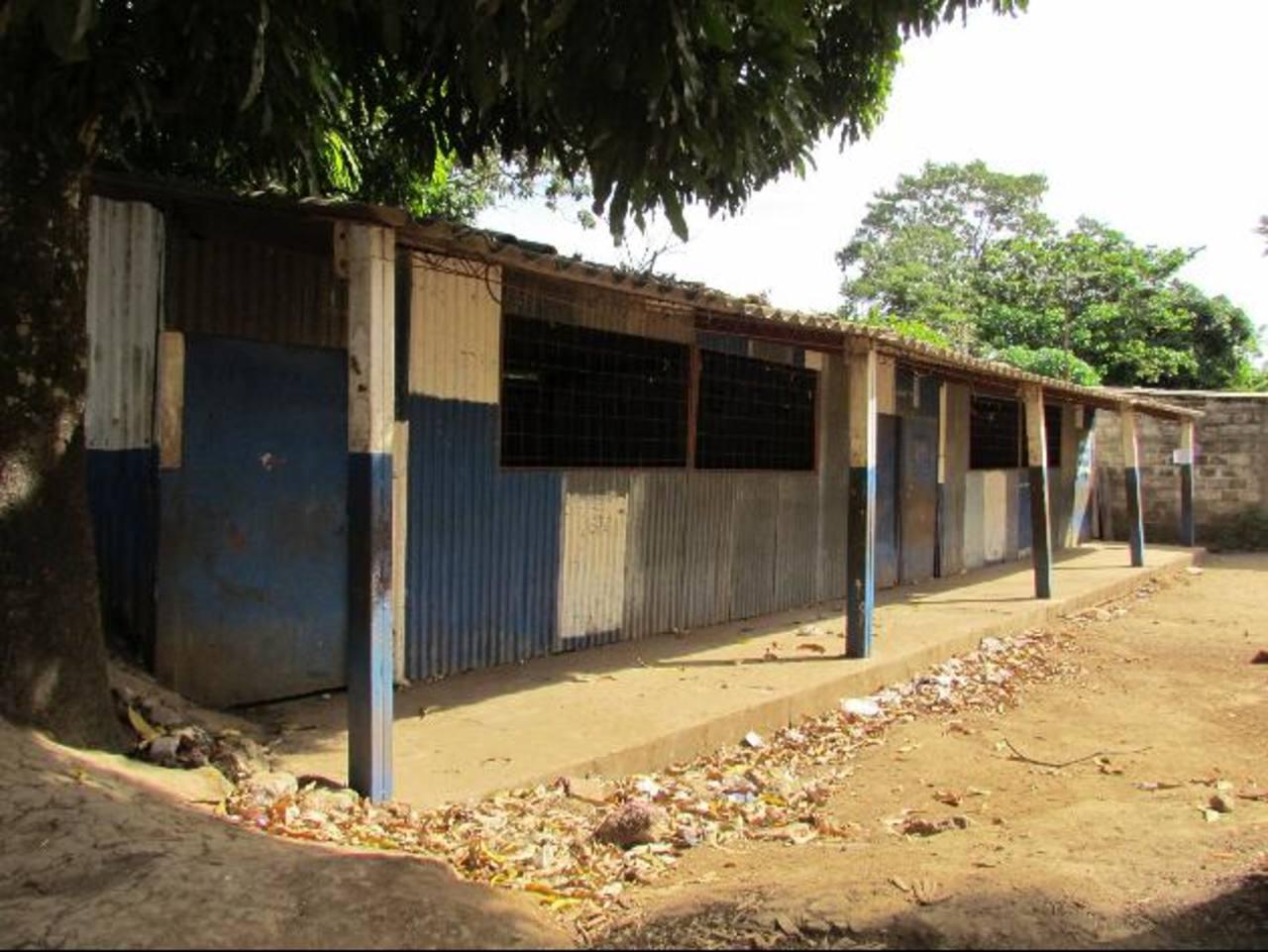 Estos salones no brindan las condiciones para impartir clases. Foto edh / Mauricio Guevara