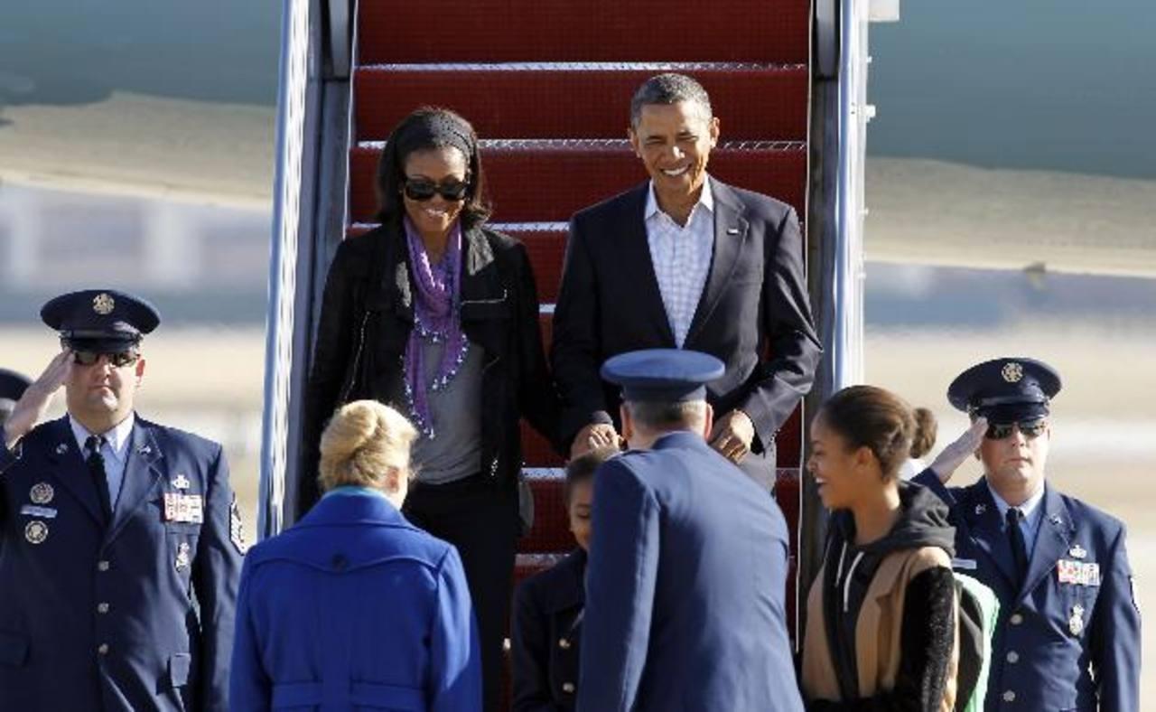 La familia Obama retornó hoy a Washington tras vacacionar en Hawái. Foto/ AP