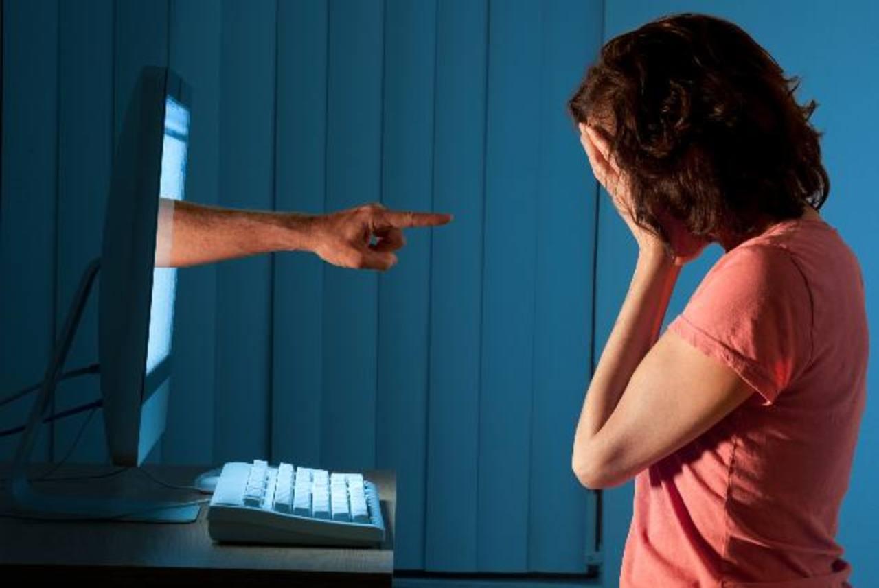 """El """"Cyberbullying"""" es un perjuicio malintencionado infligido a través de las computadoras, celulares o cualquier otro dispositivo."""