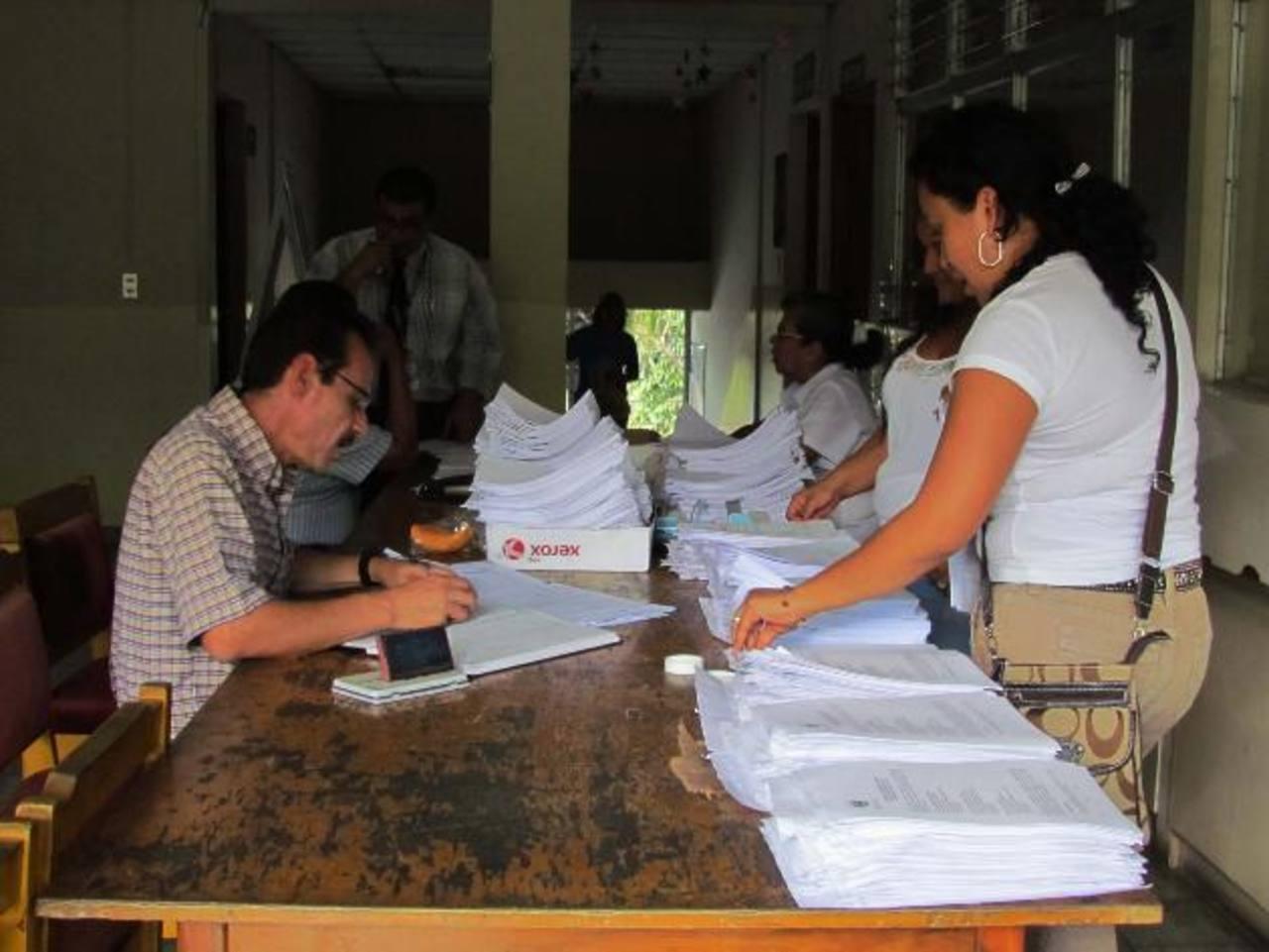 Trabajo de planificación de docentes fue afectado ayer. foto edh / MAURICIO GUEVARA