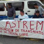 Miembros de Astrem pidieron ayer que el presidente Mauricio Funes avale el decreto que los beneficia con un permiso único. foto EDH / Evelyn Chacón