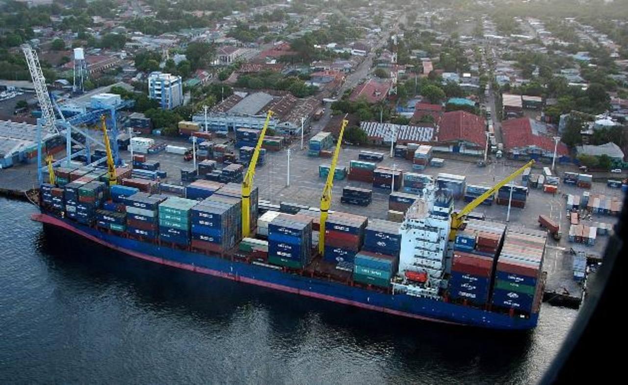 Puerto Corinto es uno de los principales puertos de Nicaragua. Desde ahí salen millones de productos hacia diferentes destinos en el mundo. foto edh / archivo