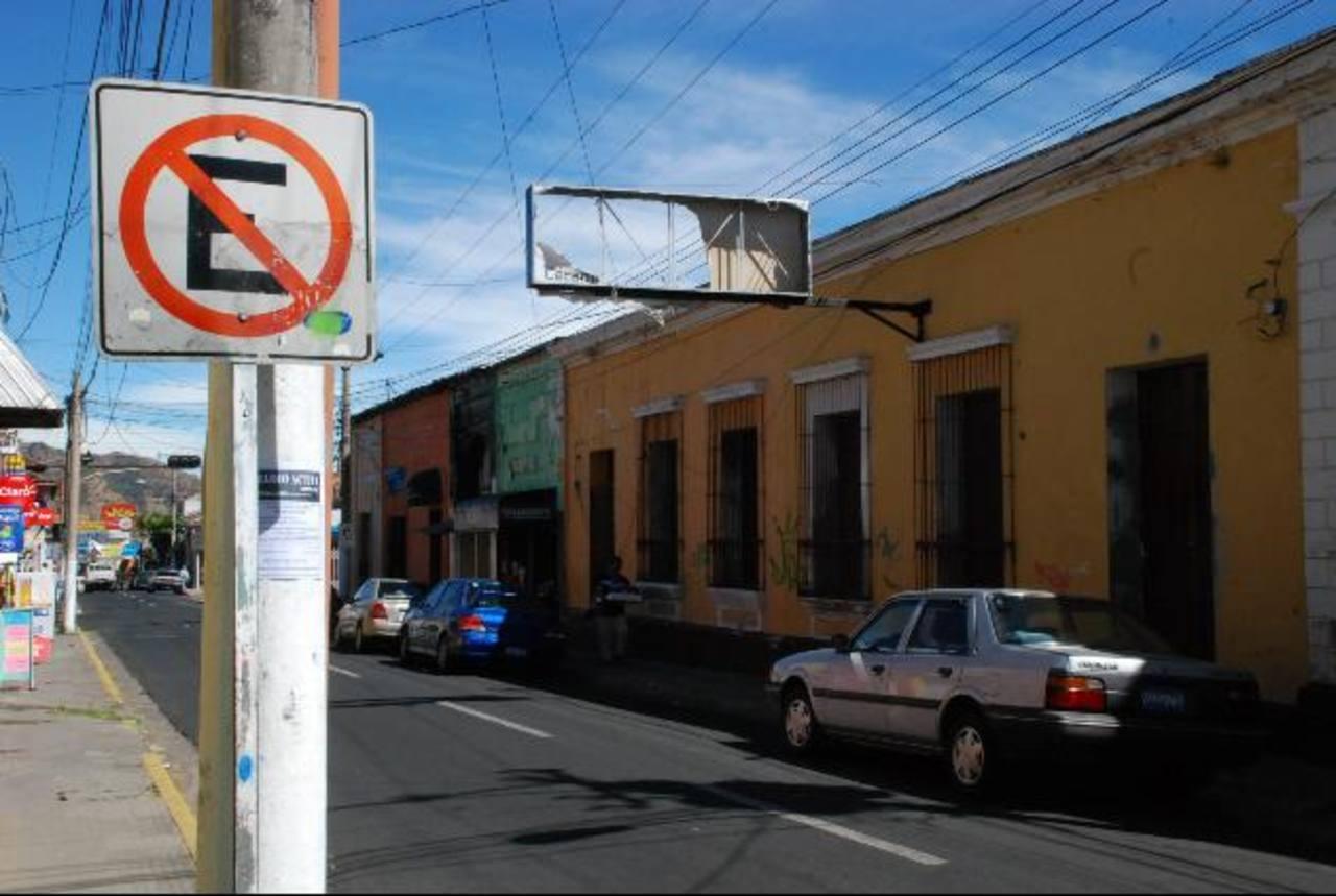 La avenida Independencia es un eje preferencia; pero no es respetada. La infracción es de $57.14. Foto EDH / cristian díaz