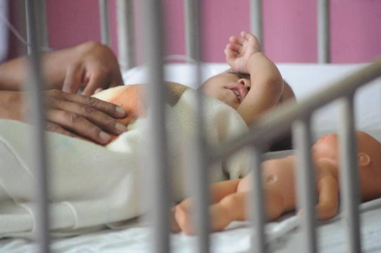 Un infante con gastroenteritis aguda permanece hospitalizado. En el Bloom en 15 días han ingresado a 20 infantes por esta causa. Foto EDH / archivo