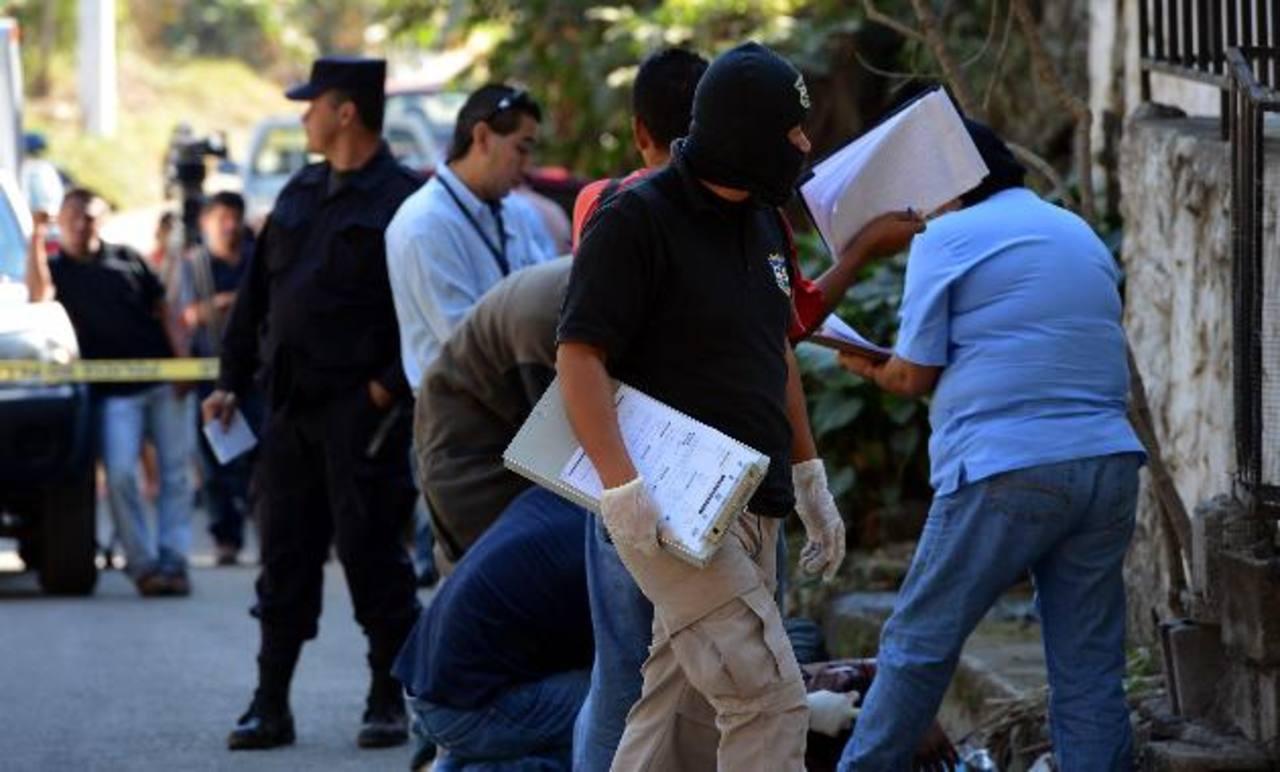 El asesinato del exconvicto se produjo en la calle principal de la colonia Veracruz, en Lourdes, Colón. Foto EDH / jaime anaya