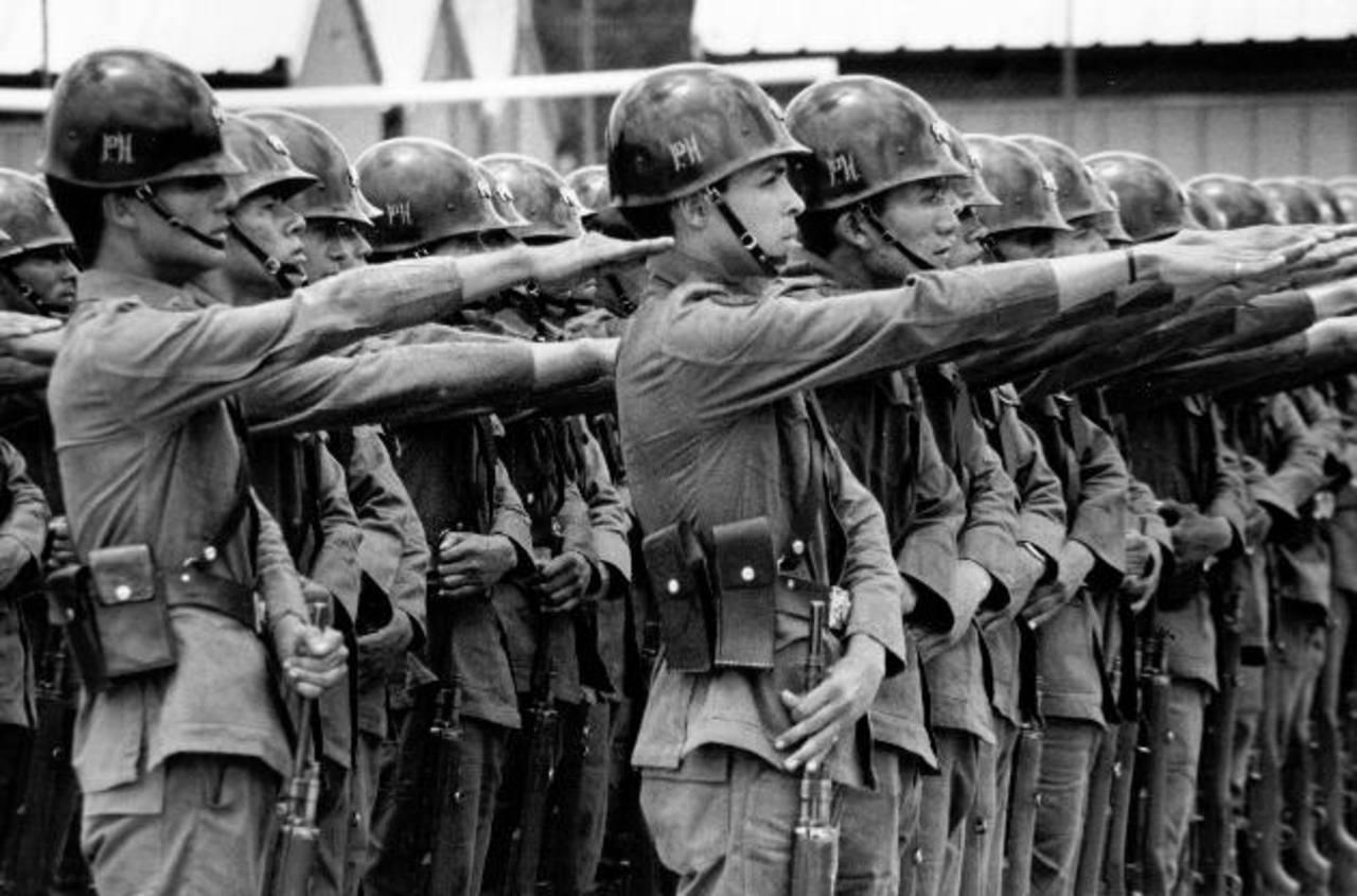 Este 16 de enero se celebran 21 años en que gobierno y guerrilla pusieron fin al conflicto armado que vivió El Salvador por décadas y del cual el mundo fue testigo. Foto: Luis Galdámez
