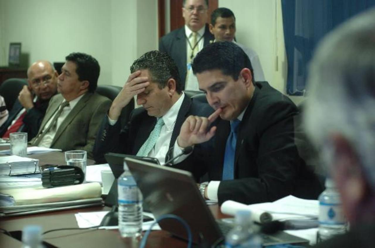 La Comisión de Economía inició desde ayer jornadas de un día completo para modificar ley de Defensoría del Consumidor.