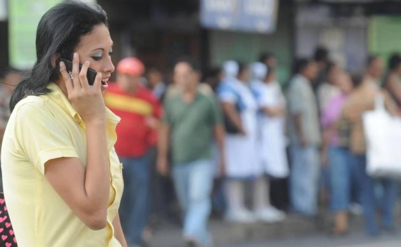 Usuarios están en el limbo porque la Asamblea no define si les venderán celulares sin bloqueo.