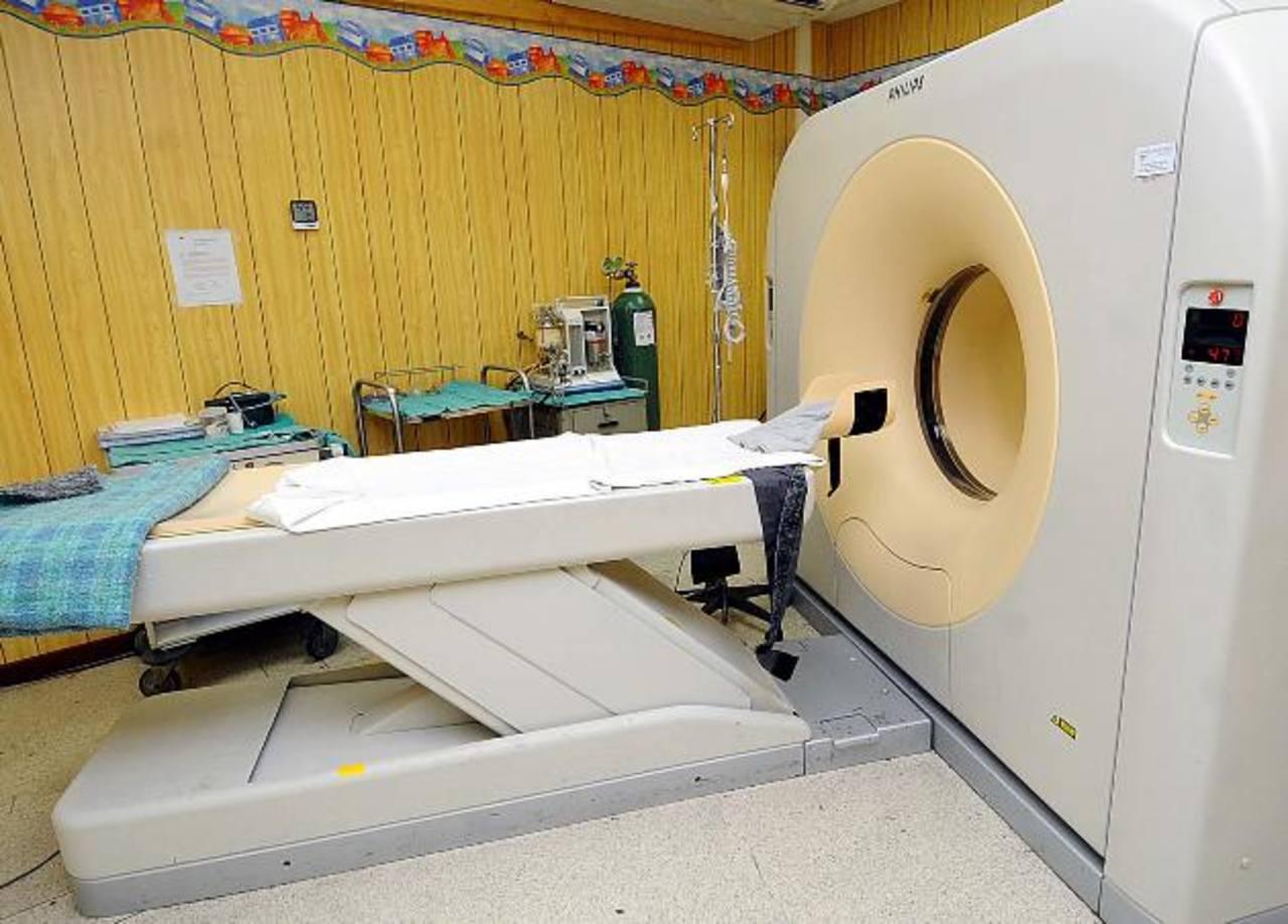 El aparato de TAC del Hospital de Niños Benjamín Bloom no está funcionando. Foto EDH / archivo
